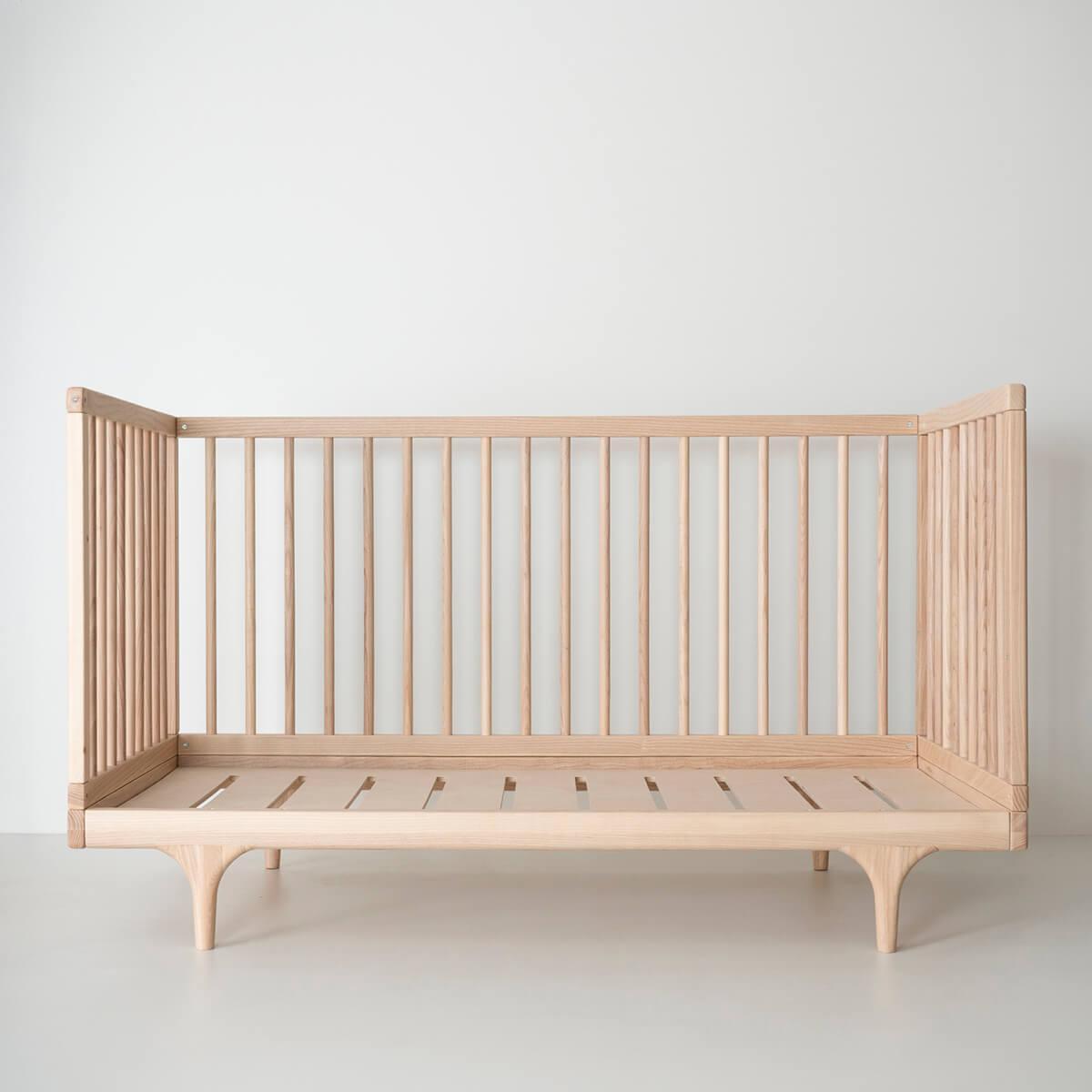 Babybett CARAVAN Kalon Studios  Esche massiv natur weissöl