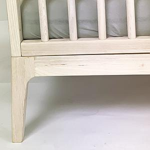 Babybett KERA in Esche mit Aufsatz Round-Sockelfuß Pure