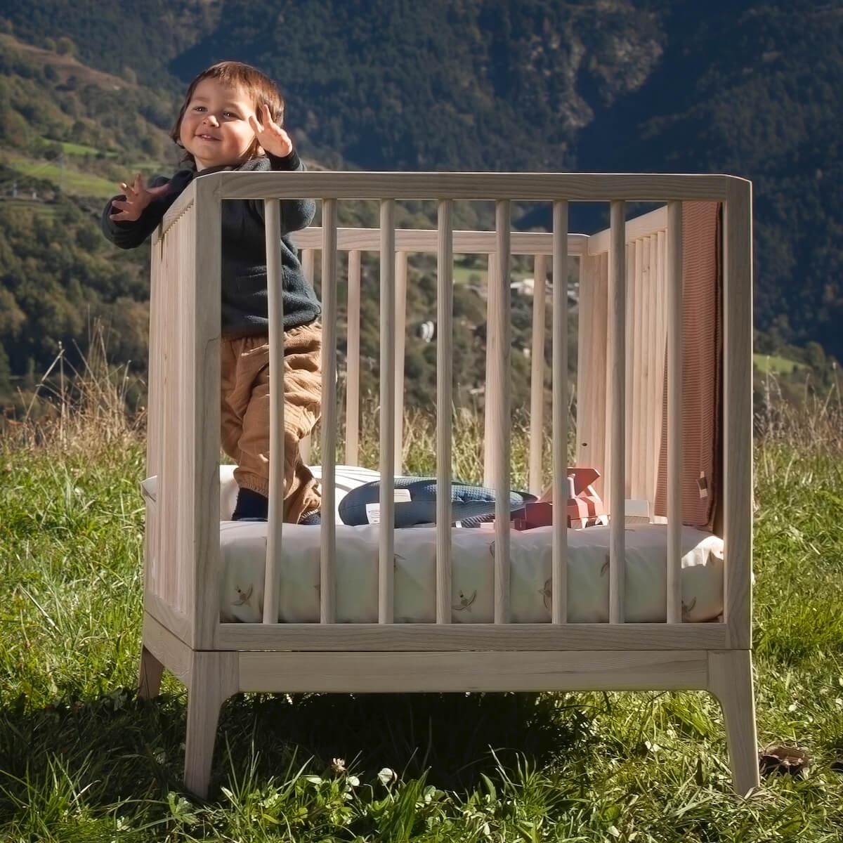 Babybett KERA in Esche mit Aufsatz Straight-Sockelfuß Pure