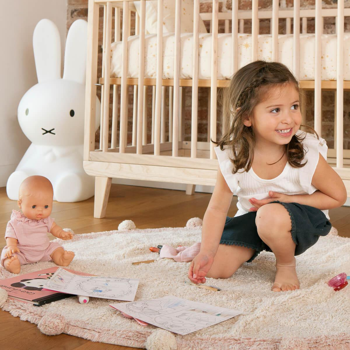 Babybett KERA in Esche mit Aufsatz Straight-Sockelfuß Retro