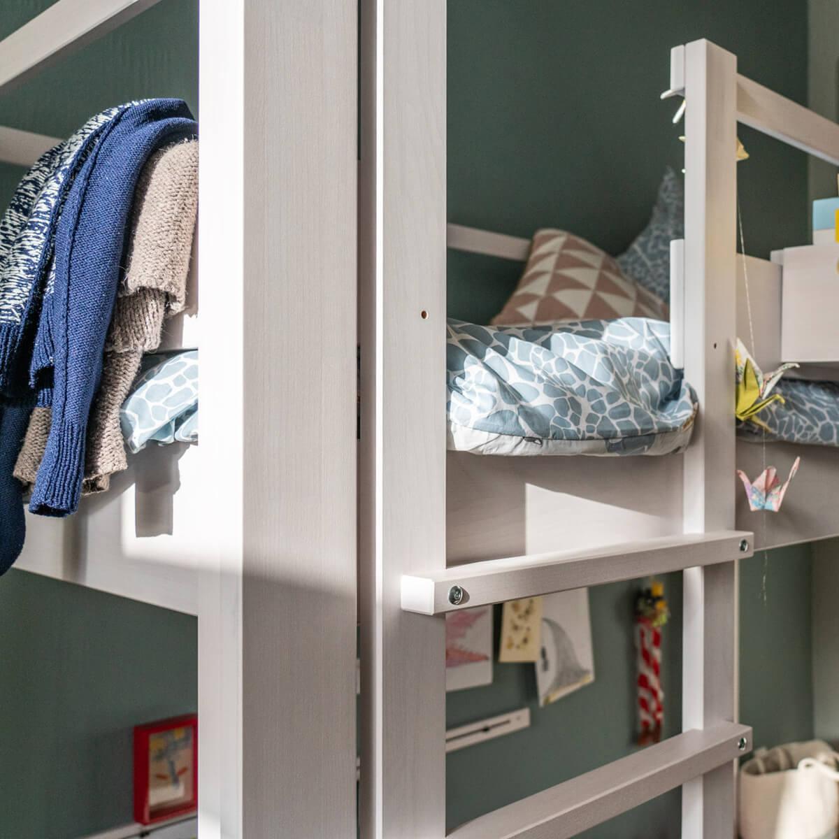Hochbett mitwachsend 140x200cm 5 in 1 Leiter vorne DESTYLE Debreuyn Buche massiv weiß gebeizt-lackiert