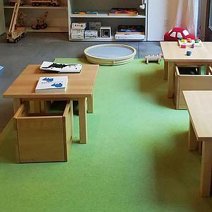 Kindertisch 60x60 - H 40/50 DECOR Debreuyn - Platte massiv klarlackiert