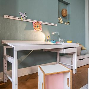 Schreibtisch geteilte Platte ZIGGY de Breuyn Buche weiß gebeizt-lackiert Gestell weiß