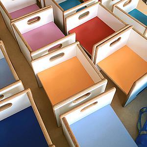 Wandelstuhl DECOR Debreuyn  - Multiplex weiß HPL   -  Sitzfläche dunkelblau